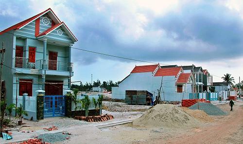 Trong thời điểm khó khăn, nhưng một số dự án bất động sản vẫn đầu tư trên địa bàn tỉnh.  TRONG ẢNH: Dự án khu dân cư và chợ Điện Dương sẽ hoàn thành vào năm nay. Ảnh: H.PHÚC