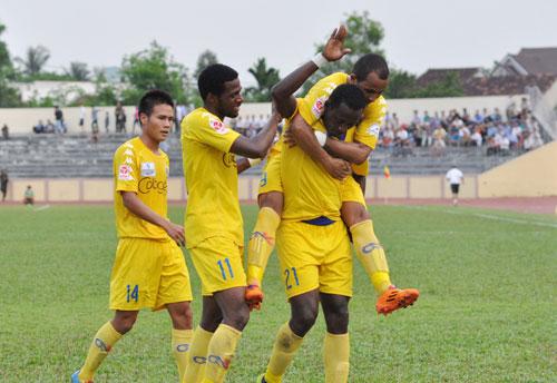 Ngay sau trận thắng tưng bừng Than Quảng Ninh là thất bại thảm hại trên sân Đồng Nai.Ảnh: An Nhi