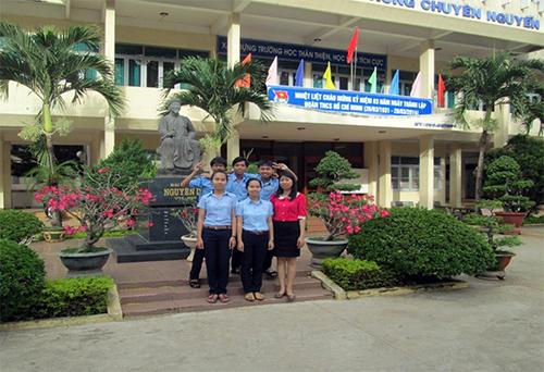 Đội tuyển của Trường THPT chuyên Bắc Quảng Nam tham gia thi giải Toán bằng tiếng Anh.