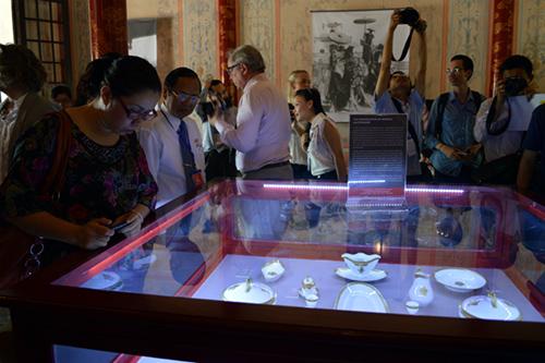 Triển lãm thu hút sự quan tâm của đông đảo du khách và giới truyền thông.