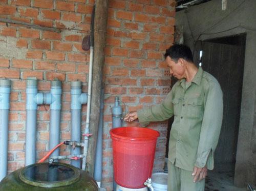 Hệ thống lọc nước do ông Hùng sáng chế. Ảnh: H.Y