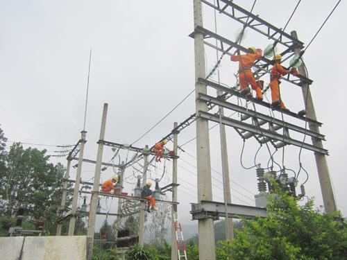Điện lực Tam Kỳ nâng cấp nguồn và lưới điện cho xã Tam Thăng.