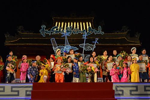 """Ngày hội """"Âm sắc Hương Bình"""" tôn vinh 37 nghệ nhân có nhiều đóng góp cho ca Huế."""