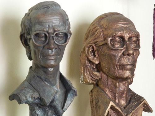 một số bức tượng được trưng bày tại không gian cafe Trầm (Tam Kỳ).