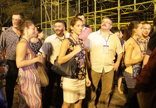 Du khách quốc tế đến Huế trong dịp festival vừa qua.