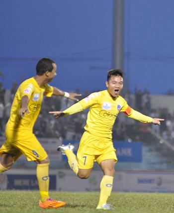 Niềm vui của Thanh Trung khi nâng tỷ số lên 3-0
