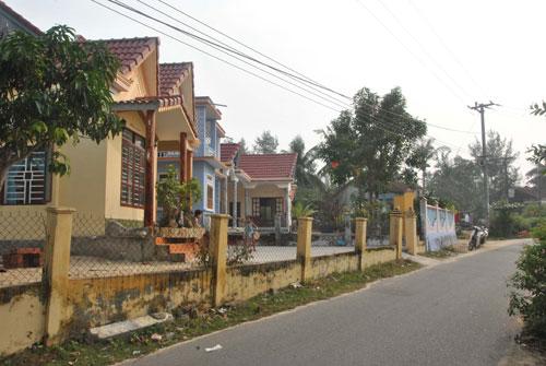 Nhà cửa, đường sá ở Tỉnh Thủy được xây dựng khang trang, sạch đẹp.