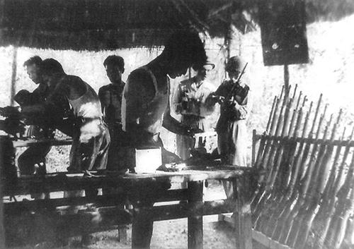 Xưởng sản xuất vũ khí phục vụ chống Pháp.