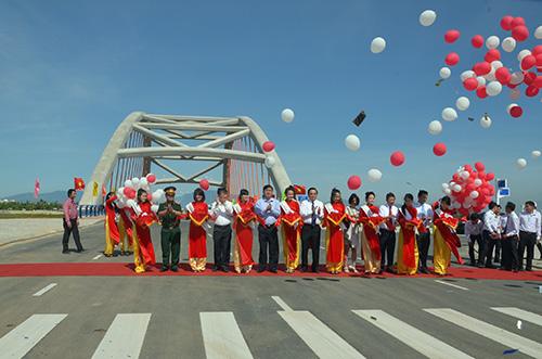 Cắt băng khánh thành đường vành đai phía nam TP.Đà Nẵng sáng 19.5.2014 trước Cầu Cổ Cò.