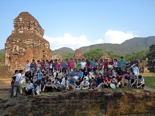 Năm 2013, Khu di tích Mỹ Sơn đón hơn 100 đoàn sinh viên đến tham quan nghiên cứu.