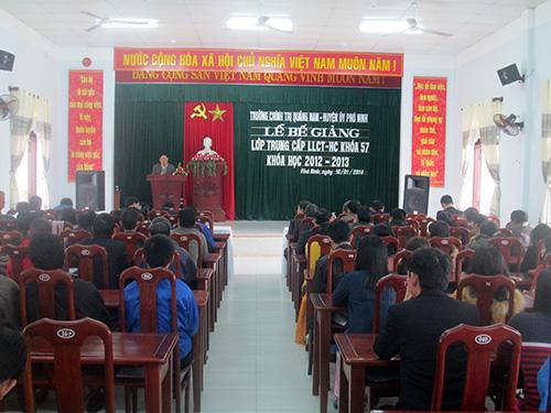 Huyện ủy Phú Ninh luôn chú trọng công tác đào tạo cán bộ để tạo tiền đề phát triển kinh tế- xã hội.Ảnh: X.N