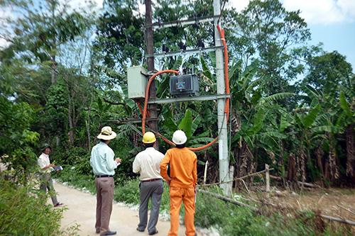 Phúc tra xử lý tồn tại để đóng điện trạm biến áp Xuân Hòa 2 (xã Phước Ninh, huyện Nông Sơn). Ảnh: N.TRIỀU