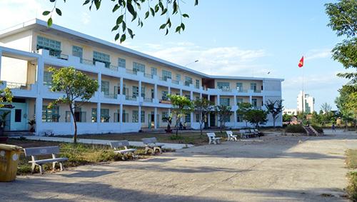 Trung tâm GDTX Quảng Nam đối diện với nguy cơ không có học sinh học dù cơ sở hạ tầng rất bề thế.Ảnh:VĨNH LỘC