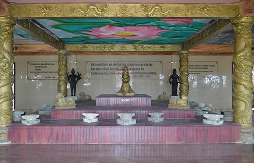 Hiện vật tại Bảo tàng Chăm - Óc Eo chủ yếu là phiên bản và trưng bày lộn xộn.