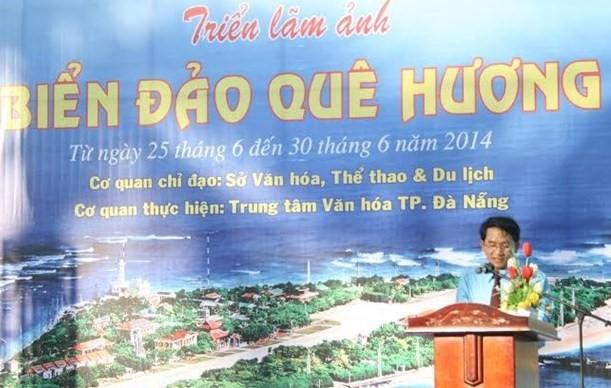 Ông Ngô Văn Bảy - Giám đốc Trung tâm Văn hóa TP. Đà Nẵng phát biểu tại triển lãm