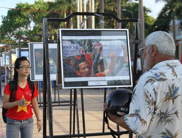 Triển lãm thu hút đông đảo mọi tầng lớp công chúng tham dự.