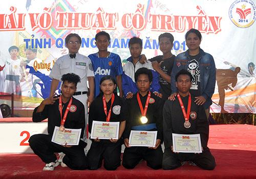 Niềm vui của đoàn Tây Giang tại giải VTCT tỉnh năm 2014.