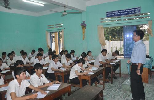 Một lớp ôn thi tốt nghiệp của trường THPT dân lập Hà Huy Tập. Ảnh: X.PHÚ