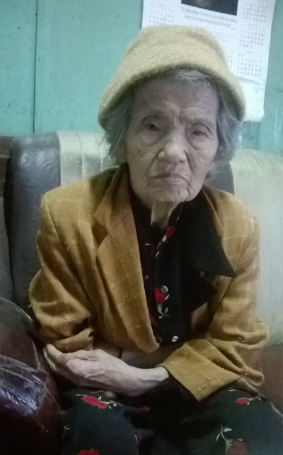 Dì Mười đã ngoài 80 vẫn yêu nghề làm chả lụa xứ Quảng.