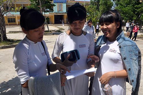 Niềm vui của các TS HĐCT Trường THPT Nguyễn Thái Bình (Thăng Bình) sau giờ thi môn Toán.