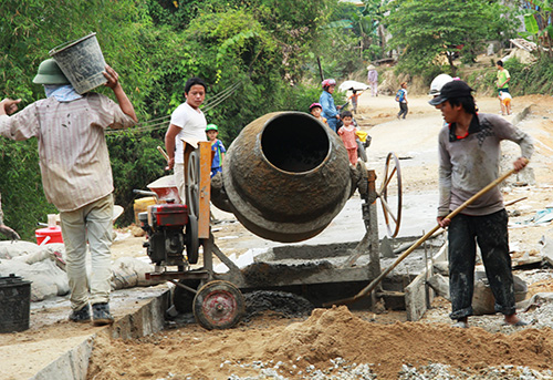 Bê tông hóa 8,7km đường nông thôn, Đảng bộ xã Quế Lâm đã giải thành công bài toán khó về giao thông tồn tại từ nhiều năm trước. Ảnh: ĐOÀN ĐẠO