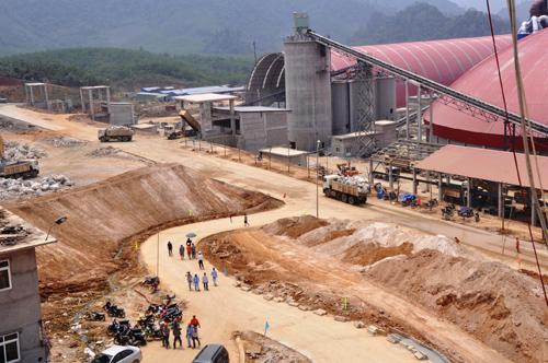 Luật Đất đai sửa đổi sẽ tuân thủ chặt chẽ nguyên tắc thu hồi đất xây dựng các dự án phát triển kinh tế. Trong ảnh: Nhà máy xi măng Thạnh Mỹ (Nam Giang).