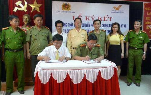 Từ đầu tháng 4.2014, Bưu điện Quảng Nam phối hợp với Công an Quảng Nam ký kết mở dịch vụ chuyển phát giấy đăng ký xe đến tận tay công dân.