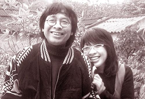 Nhà thơ, nhà báo Trần Hòa Bình và con gái.