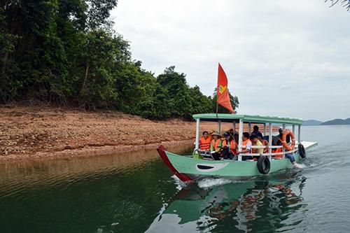 Khảo sát tại hồ Phú Ninh.