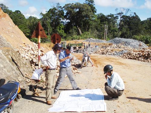 Con đường sang Nam Lào vẫn đang chờ đợi khai thông. Ảnh: N.K