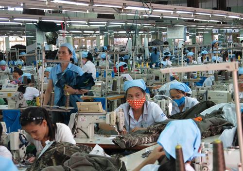 Doanh nghiệp sản xuất gia tăng, kinh doanh ổn định… dẫn đến việc thu ngân sách tăng. Ảnh: T.DŨNG