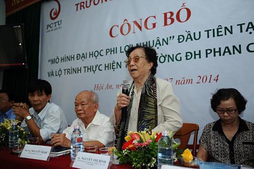 Bà Nguyễn Thị Bình - nguyên Phó Chủ tịch nước phát biểu tại buổi lễ.