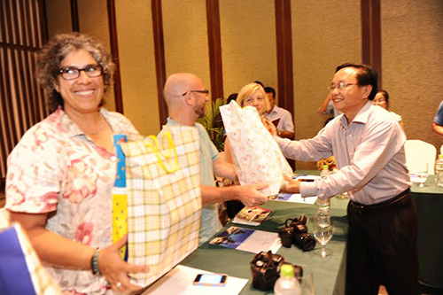Mr Dinh Hai, Director of Quang Nam Department of Culture, Sports and Tourism offered souvenirs to foreign journalists.  Photo: Minh Hai