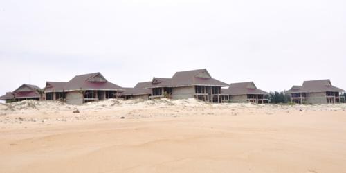 """Vùng biển ngày càng bị """"sa mạc hóa"""" từ khi xuất hiện các khu resort cao cấp."""