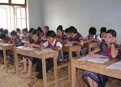Với quyết định chuyển đổi thành trường phổ thông DTNT cấp 2 - 3, học sinh trường phổ thông DTNT huyện khi lên lớp 10 sẽ tiếp tục được hưởng chính sách  DTNT.Ảnh: X.PHÚ