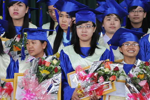 Sinh viên Trường ĐH Quảng Nam trong lễ tốt nghiệp.