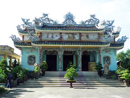 Nhà thờ tộc Nguyễn Hữu (làng Thanh Quýt, xã Điện Thắng Trung, Điện Bàn) - nơi vẫn còn giữ bản sắc phong tiền hiền vua ban. Ảnh: SONG ANH