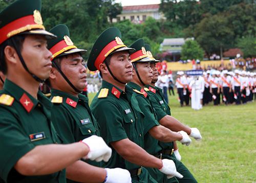 Lực lượng công an diễu binh.