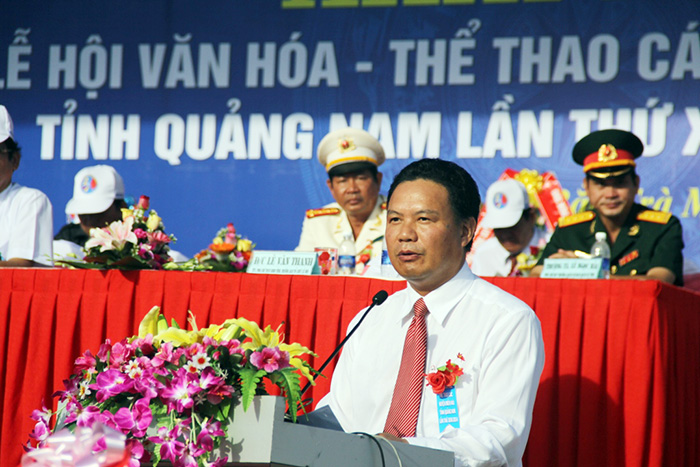 Mr Le Van Thanh, Vice chairman of Quang Nam provincial People's Committee, gives festival opening  speech
