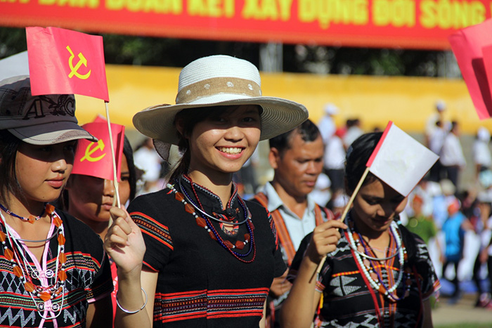 Alang Thi Pari (center - a member of Tay Giang district  group)- one of top 18 of the Miss Ethnic Vietnam competition-enjoys the festival
