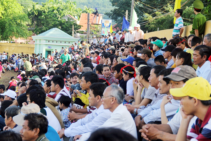 Many people of North Tra My district attended the festival opening ceremony.