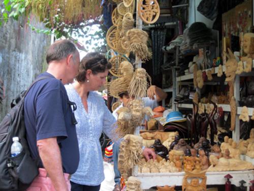 Tourists visit Do's shop.
