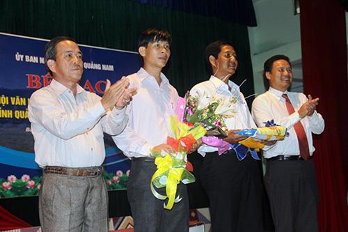 Đơn vị huyện Nam Giang nhận cờ đăng cai lễ hội văn hóa - thể thao các huyện miền núi Quảng Nam lần thứ XIX tổ chức vào năm 2018.