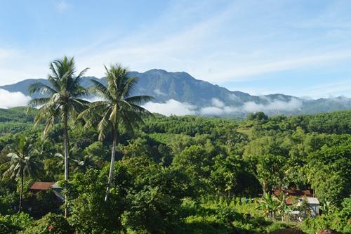 Những làng bản ở xa rất phù hợp với loại hình du lịch trekking.Ảnh: V.L