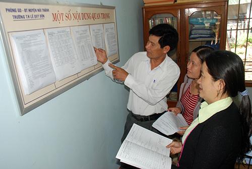 Giáo viên Trường Tiểu học Lê Quý Đôn thảo luận, trao đổi nội dung nhiệm vụ, kế hoạch công tác của trường. Ảnh: ĐOÀN ĐẠO