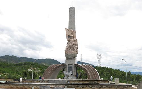 Tượng đài Chiến thắng Thượng Đức. Ảnh: T.DŨNG