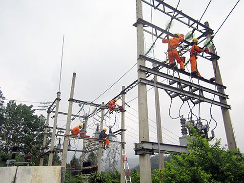 Đảm bảo cung ứng điện liên tục ổn định là mục tiêu xuyên suốt của PC Quảng Nam.Ảnh: TRUNG LỘ