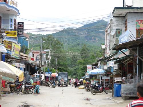 Qua chợ Hà Tân. Ảnh: NHẬT PHONG