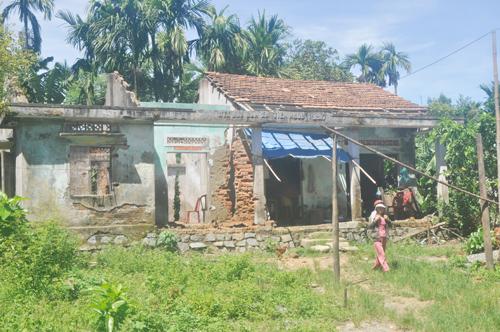 Ba năm nay gia đình ông Nguyễn Thanh Phước chưa xây được nhà ở do bị ông Trác ngăn cản.           Ảnh: H.GIANG
