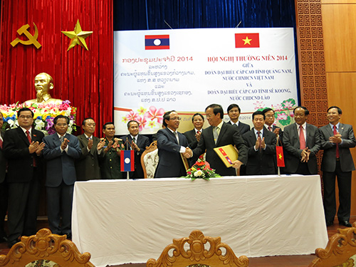 Two provinces Quang Nam and Sekong sign the Cooperation Agreement.